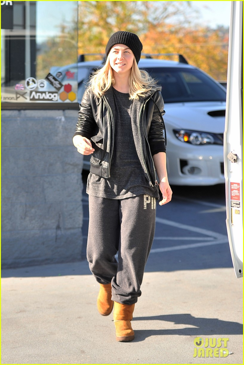 julianne hough goes snowboard shopping with derek 23