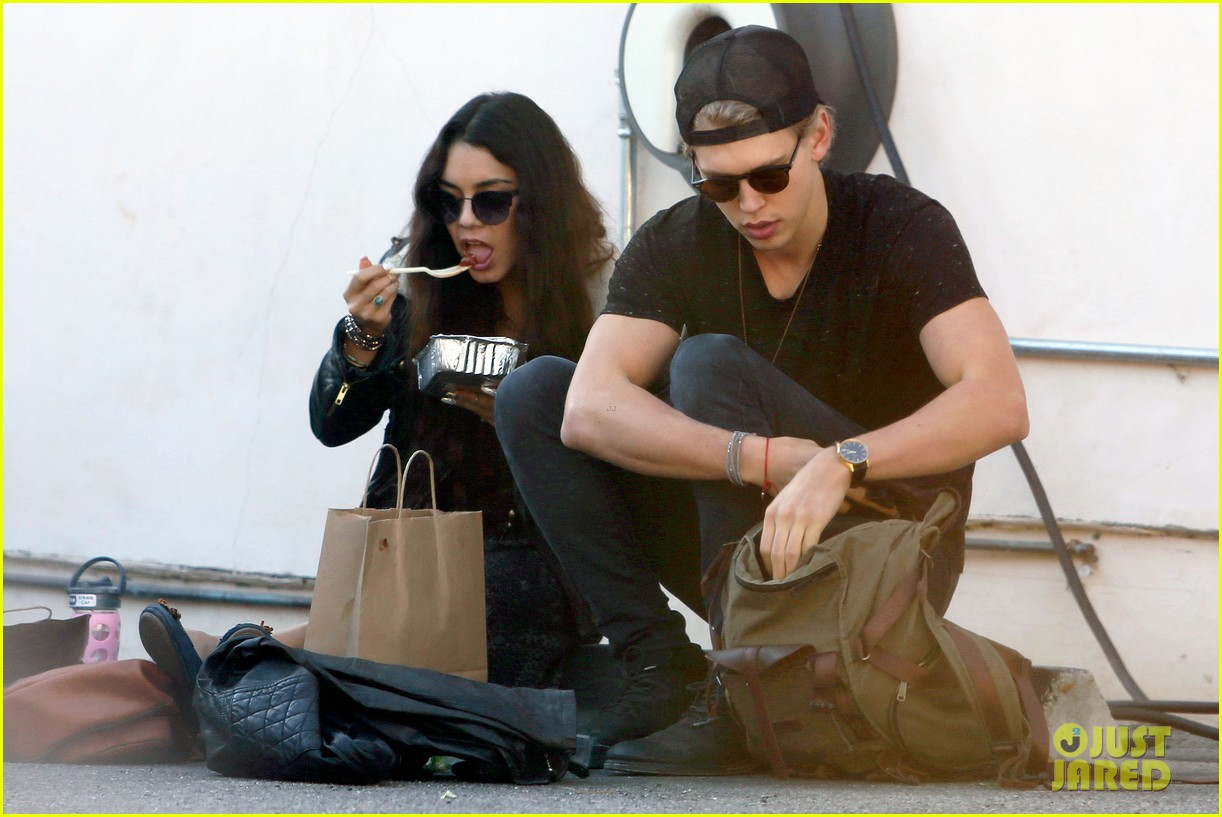 vanessa hudgens austin butler lunchin lovebirds in venice 033019727