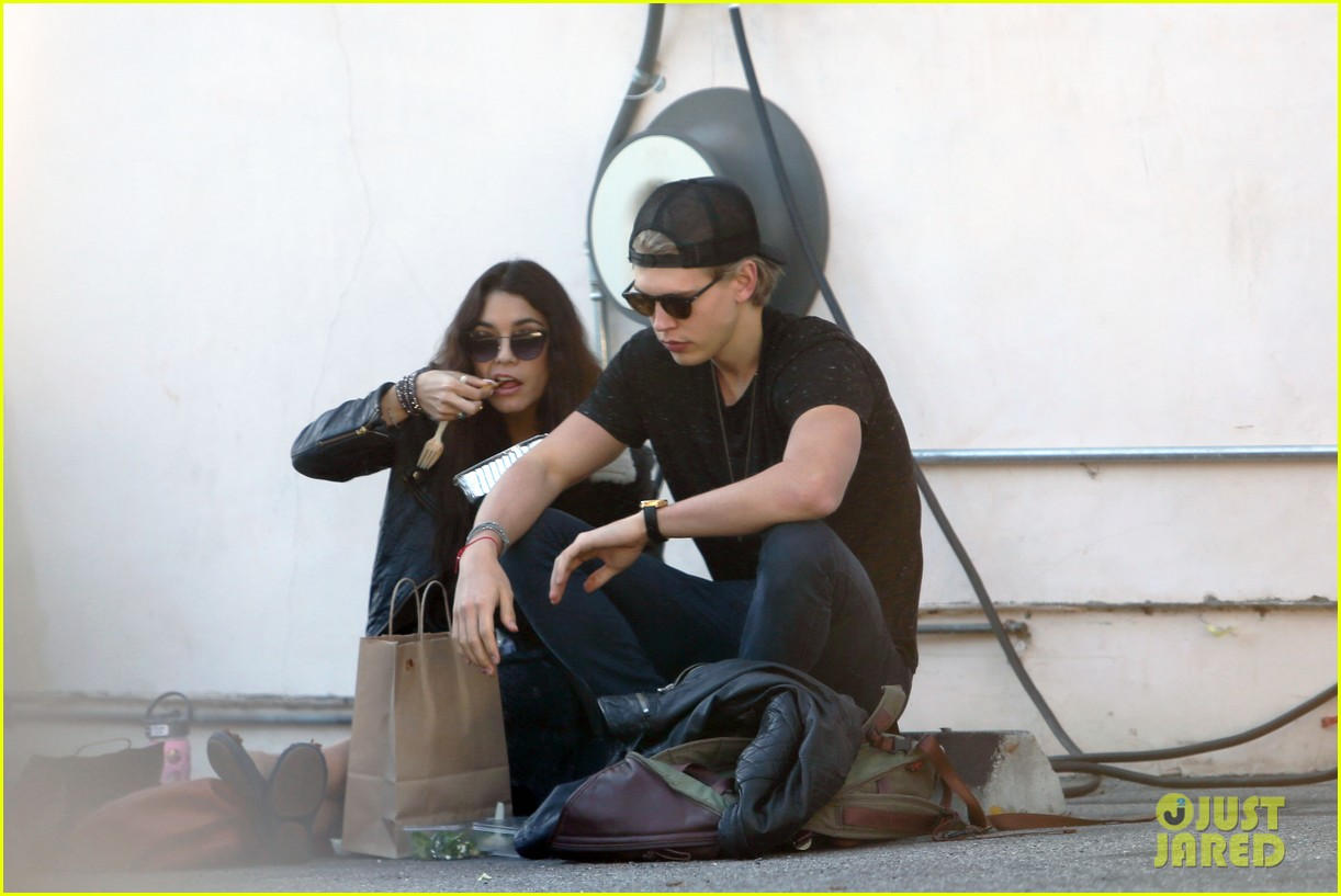 vanessa hudgens austin butler lunchin lovebirds in venice 083019732