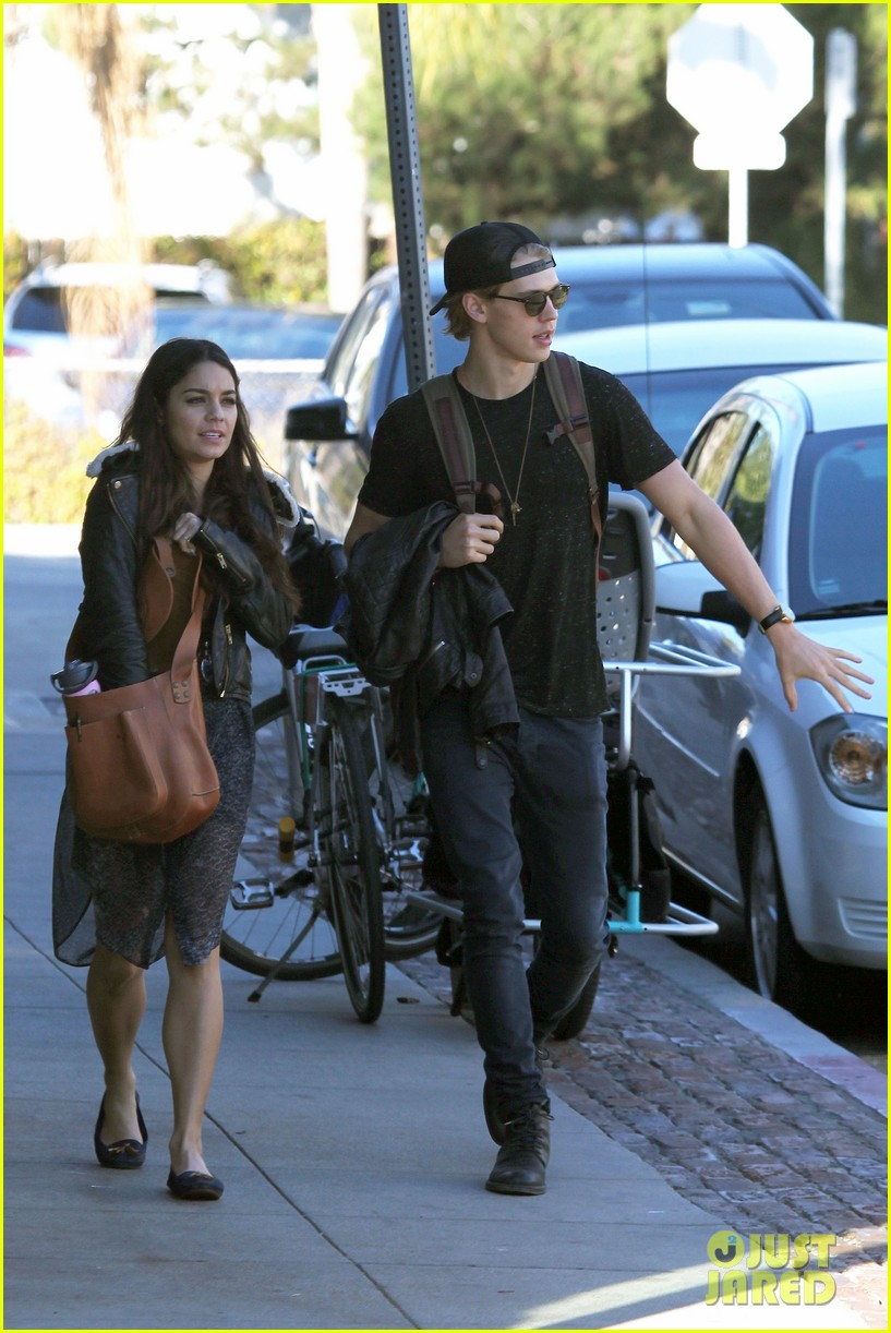 vanessa hudgens austin butler lunchin lovebirds in venice 11