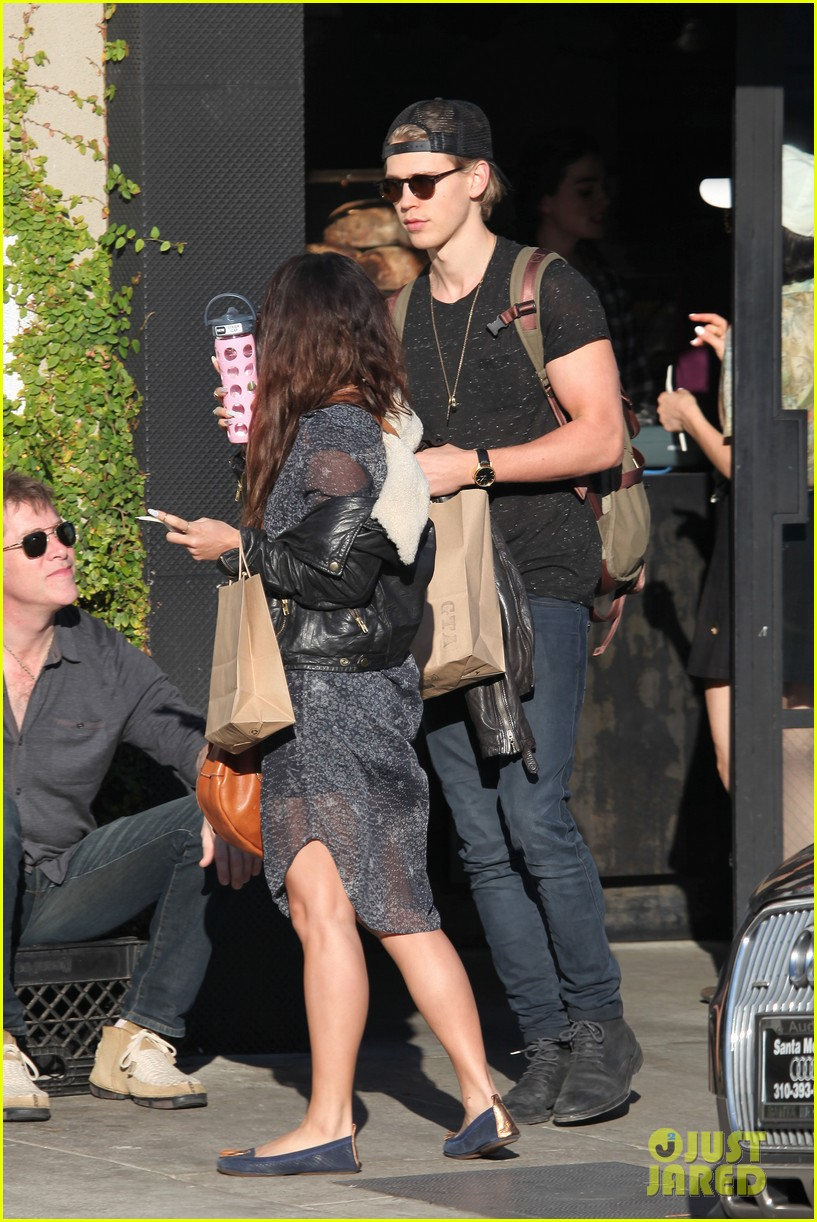 vanessa hudgens austin butler lunchin lovebirds in venice 22