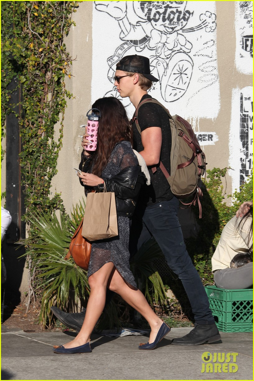 vanessa hudgens austin butler lunchin lovebirds in venice 263019750