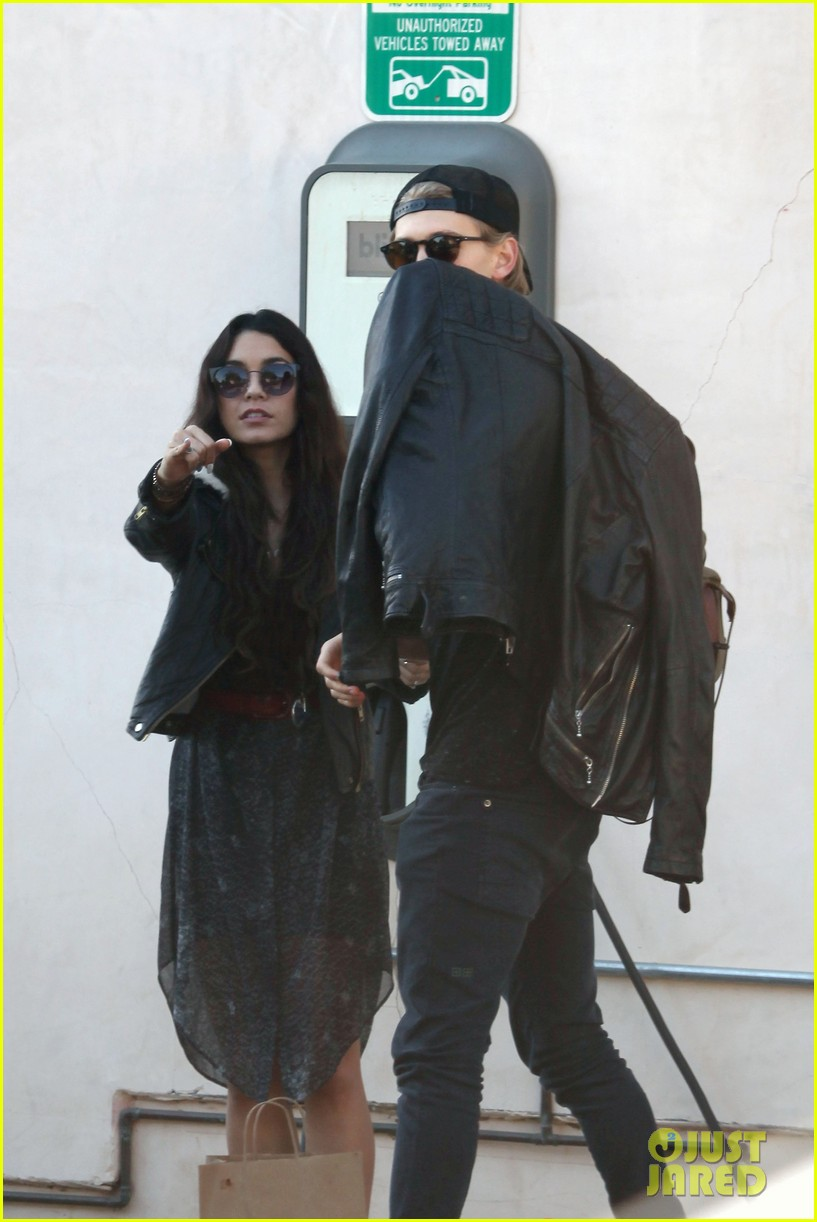 vanessa hudgens austin butler lunchin lovebirds in venice 323019756