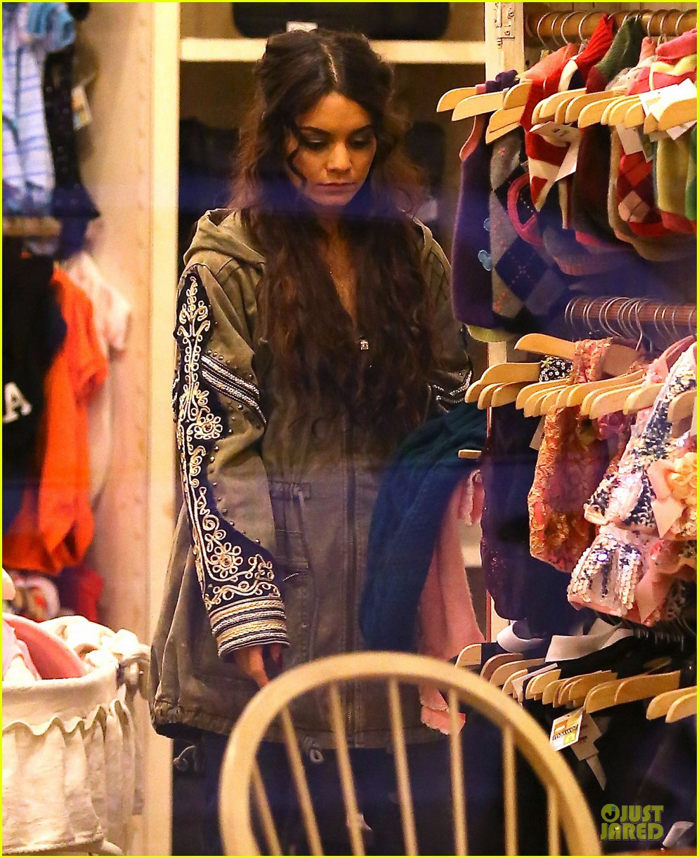 vanessa hudgens last minute holiday shopping at pet store 043016903