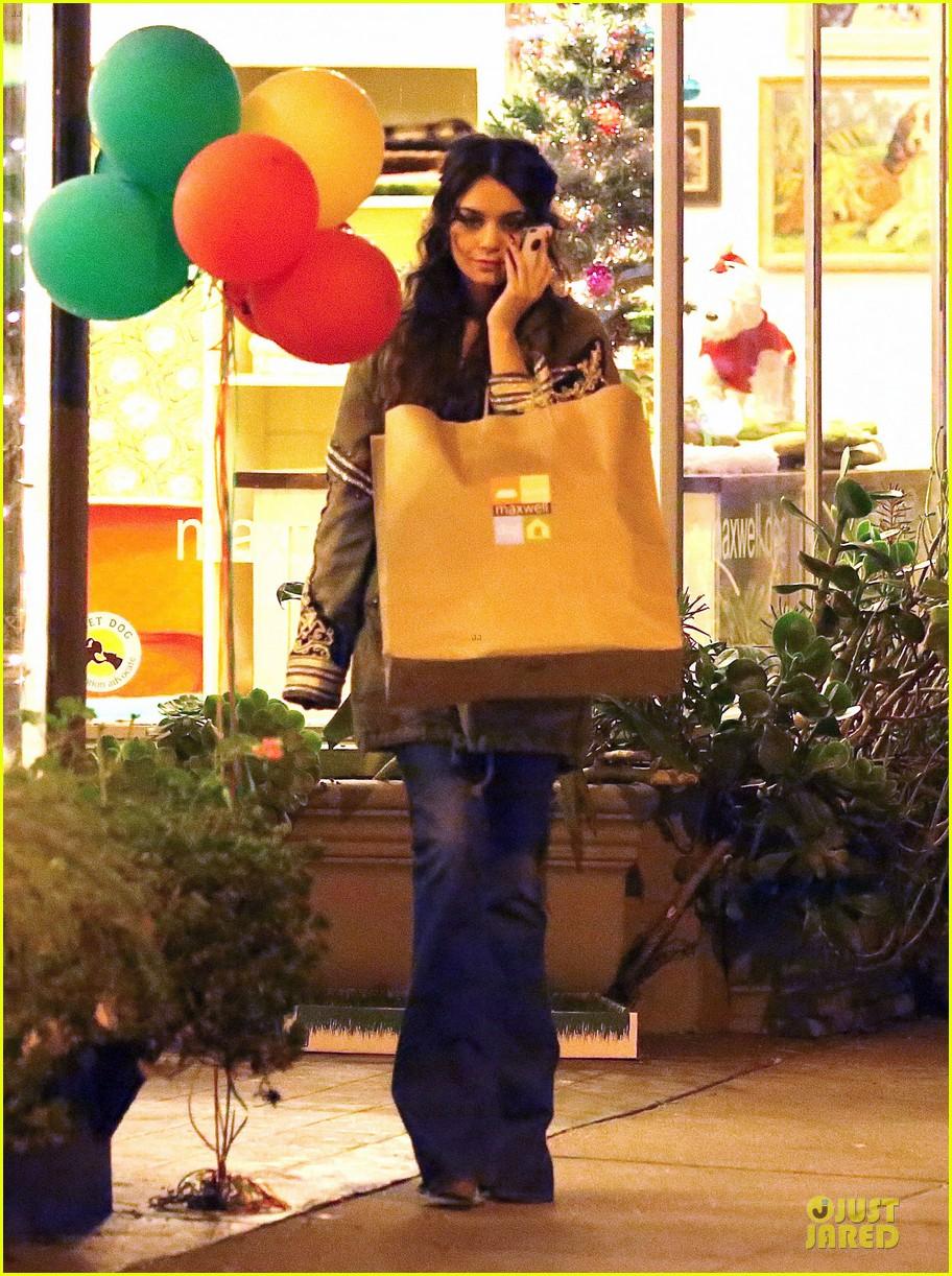 vanessa hudgens last minute holiday shopping at pet store 183016917