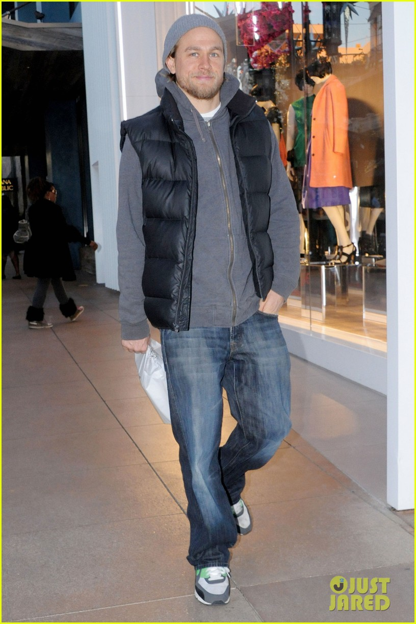 charlie hunnam holiday shops at the apple store 033010657