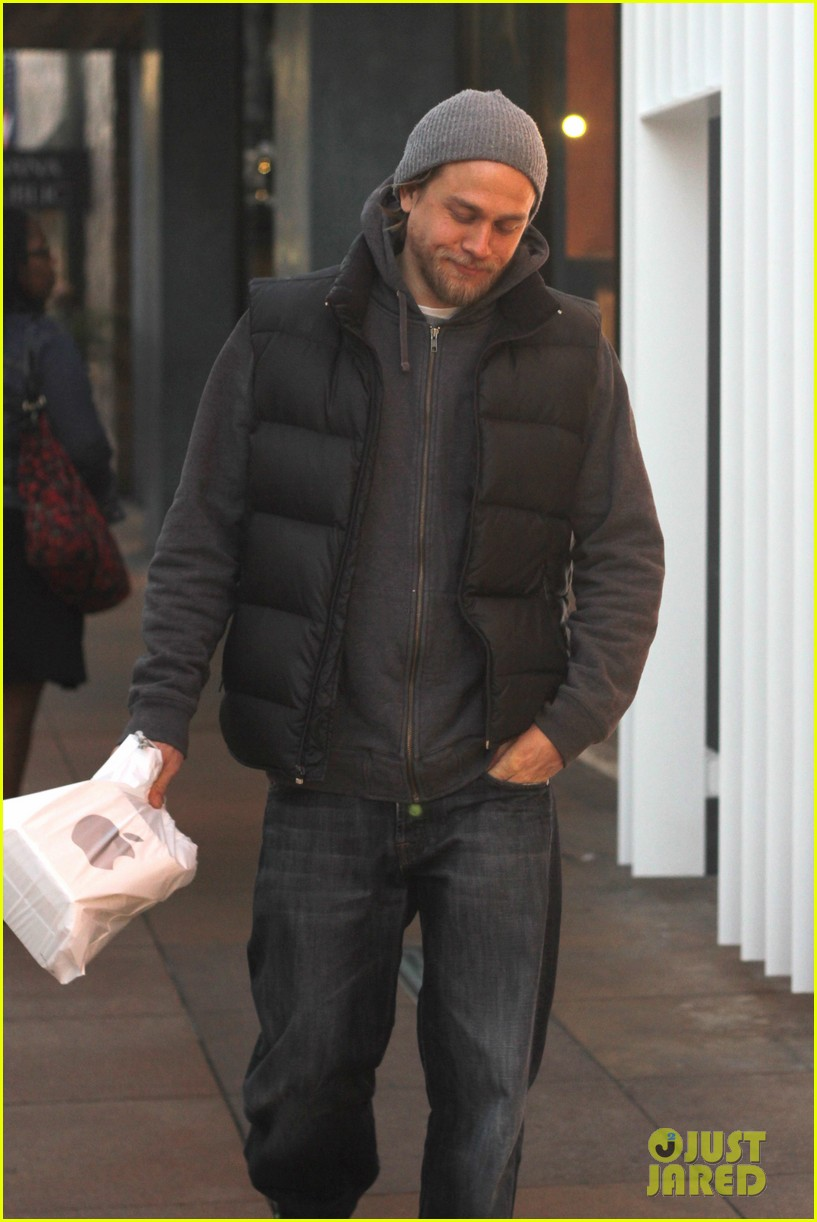 charlie hunnam holiday shops at the apple store 073010661