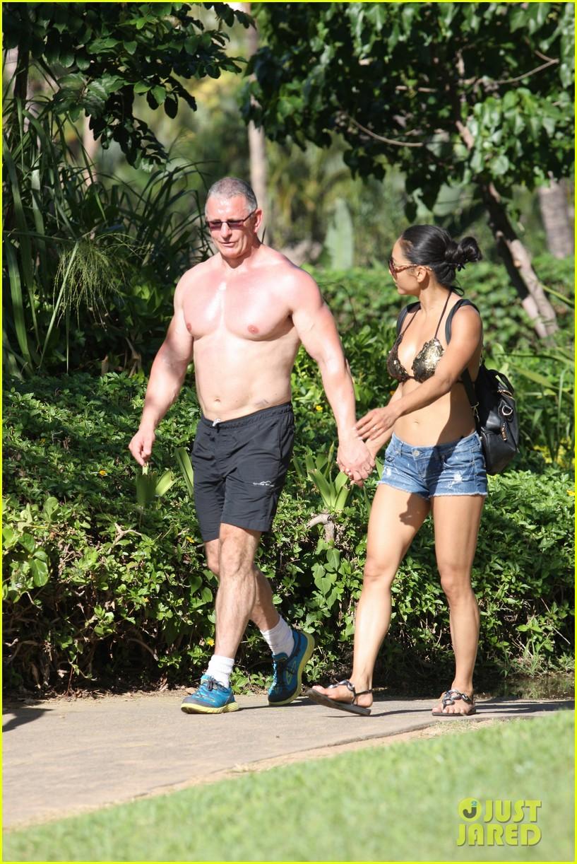 celebrity chef robert irvine goes shirtless in hawaii 053018331