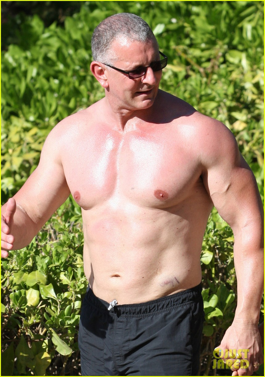 celebrity chef robert irvine goes shirtless in hawaii 063018332