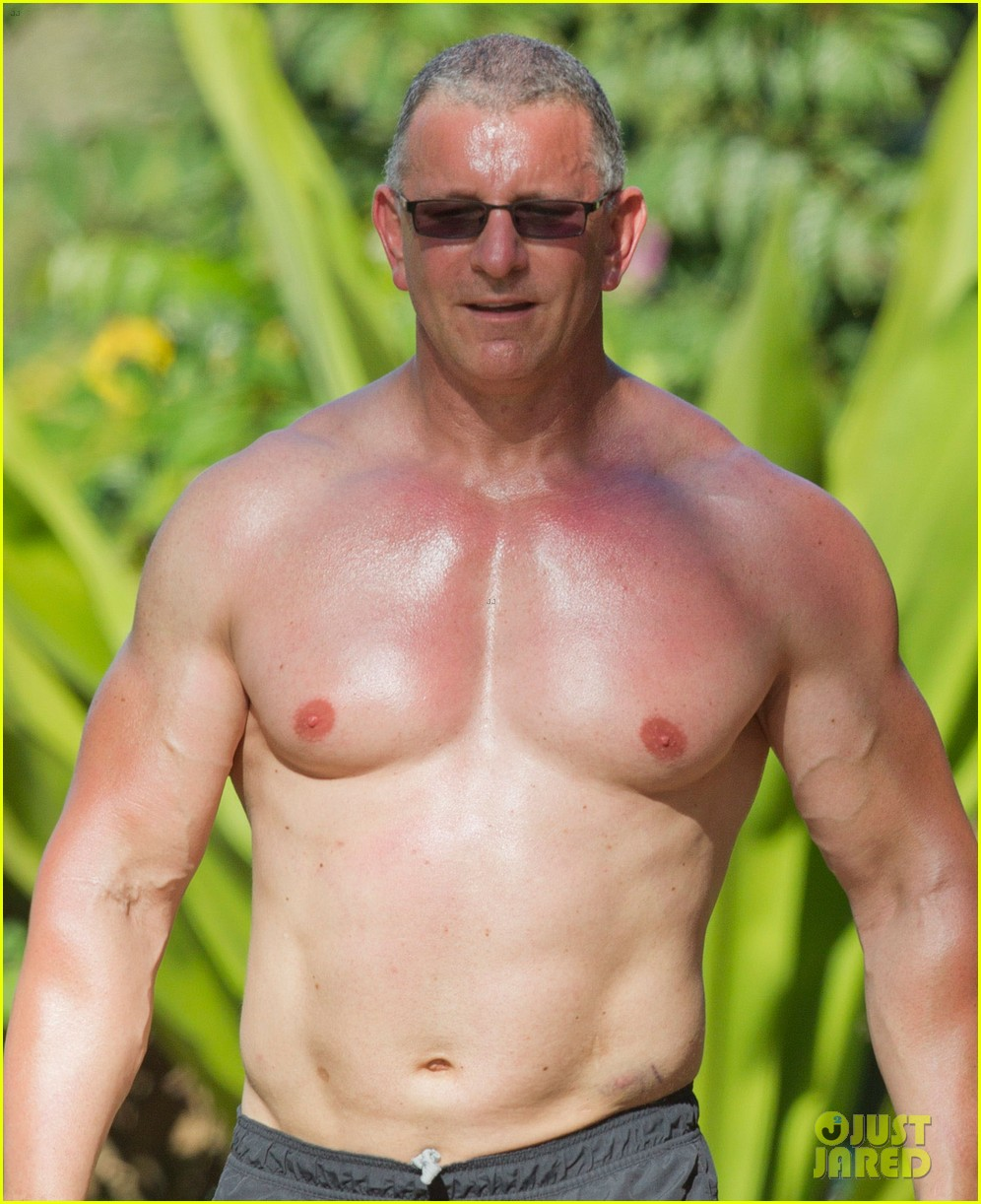 celebrity chef robert irvine goes shirtless in hawaii 103018336