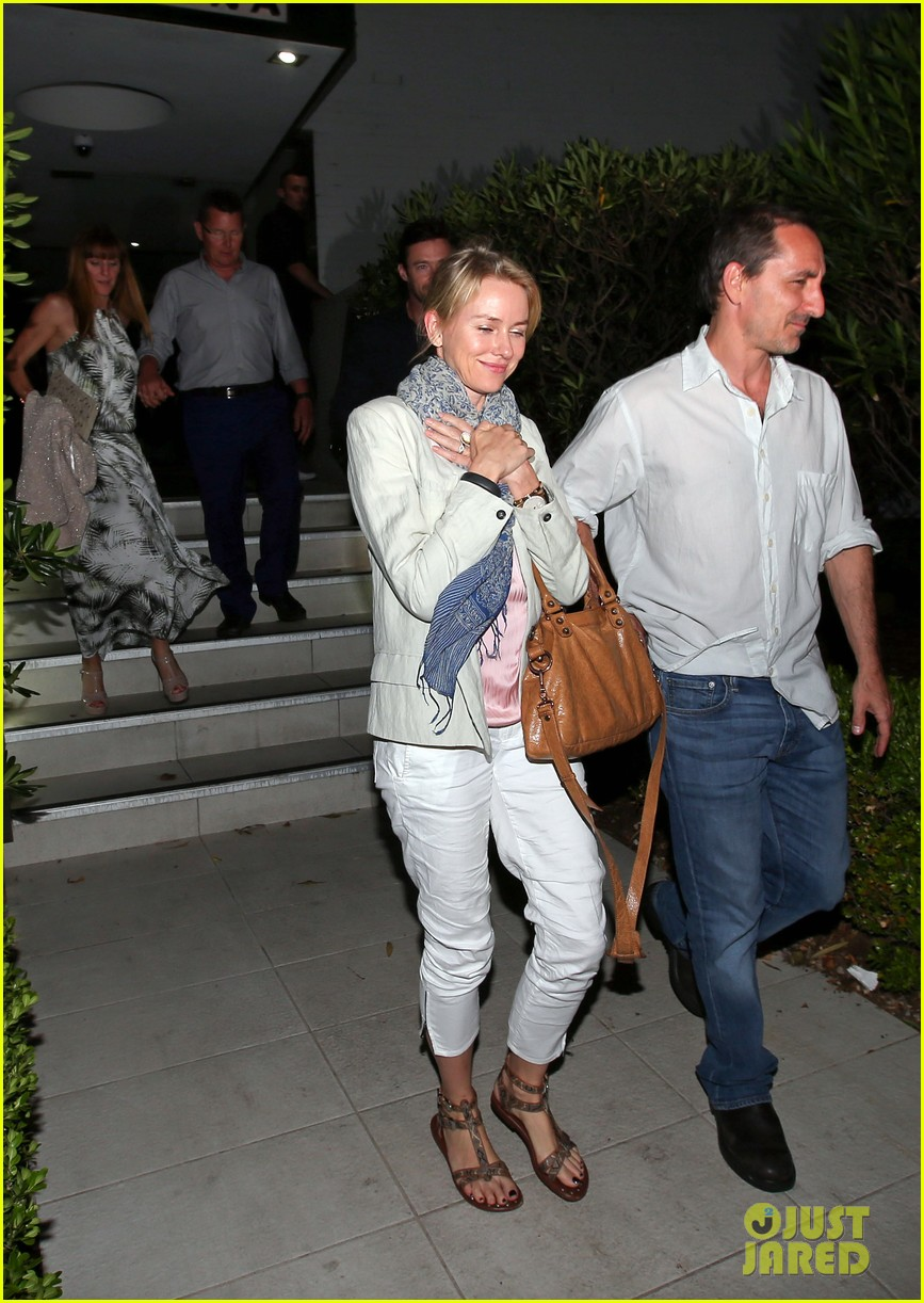 hugh jackman naomi watts their spouses enjoy dinner together in sydney 08