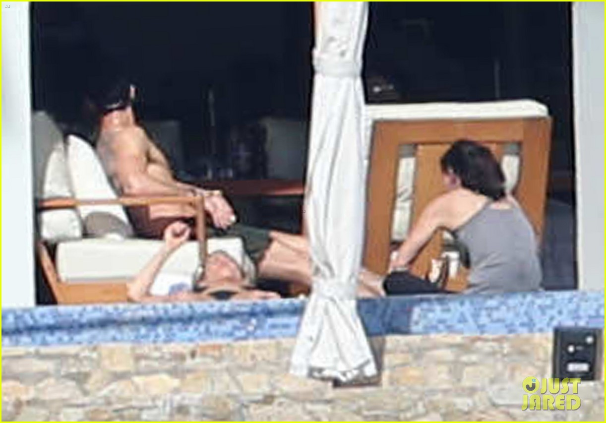 jennifer aniston bikini vacay courteney cox friends 083019567