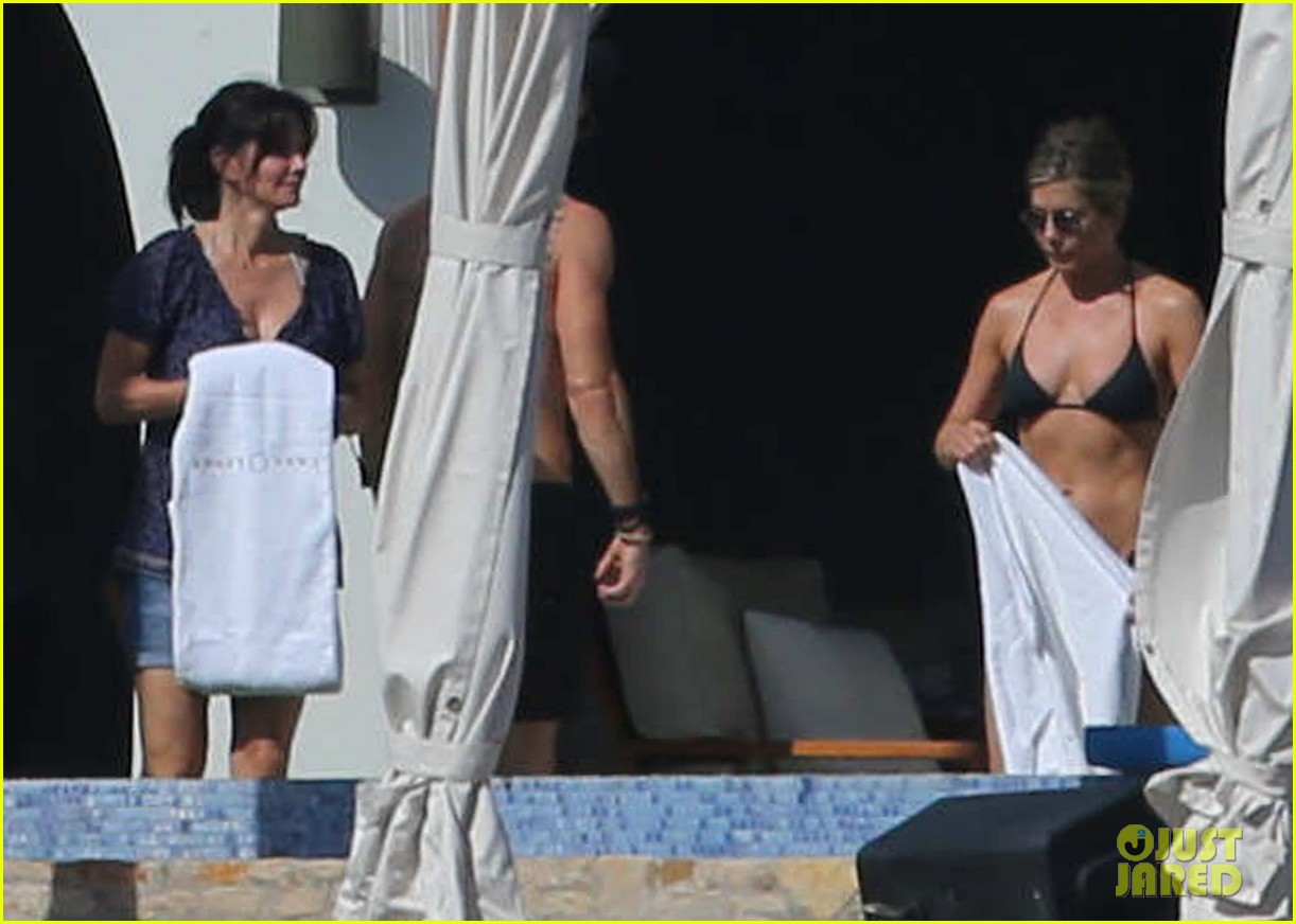 jennifer aniston bikini vacay courteney cox friends 133019572