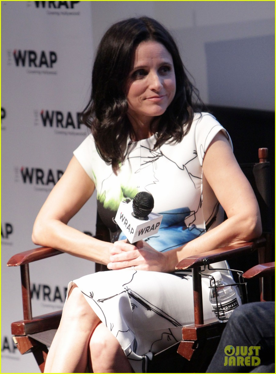 julia louis dreyfus gets scared by julia roberts watch now 143014438
