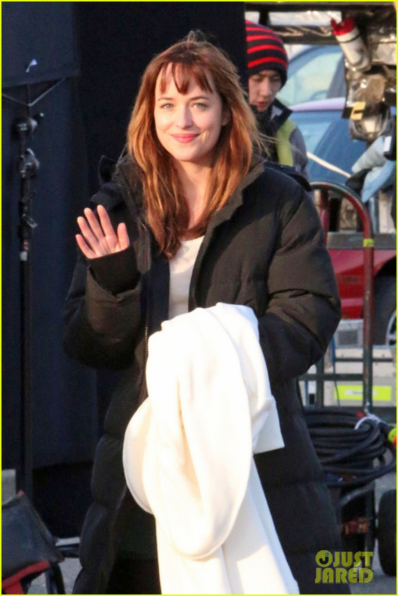 dakota johnson bundles up after filming fifty shades scene  023005759