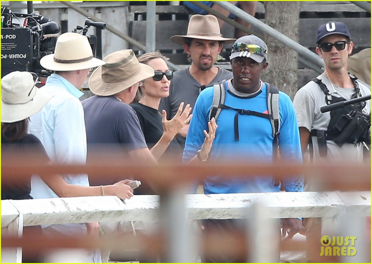 angelina jolie back to work for unbroken after family weekend 013008172