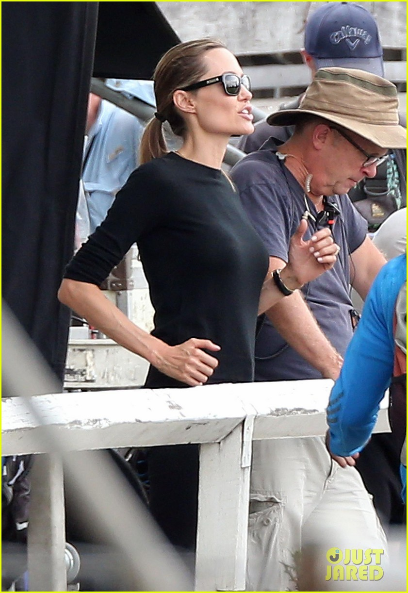 angelina jolie back to work for unbroken after family weekend 023008173
