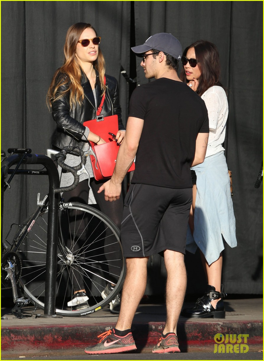 joe jonas jesse metcalfe lunch with their gals 083019770