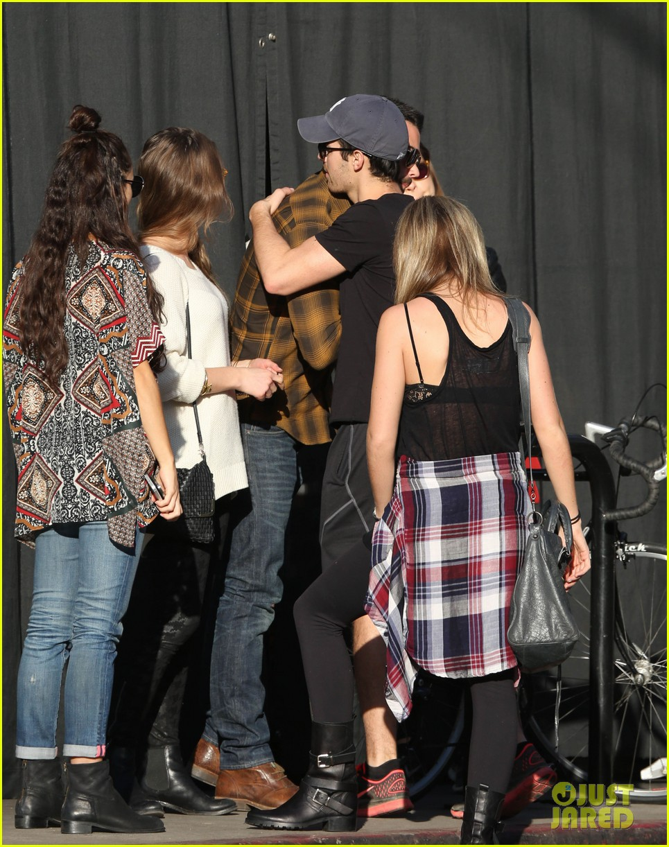 joe jonas jesse metcalfe lunch with their gals 103019772