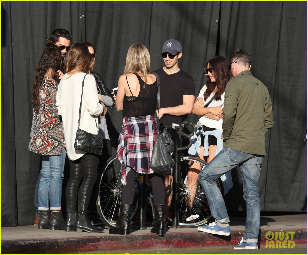 joe jonas jesse metcalfe lunch with their gals 123019774