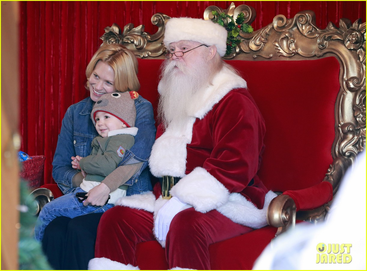 january jones takes xander to meet santa claus 123007065