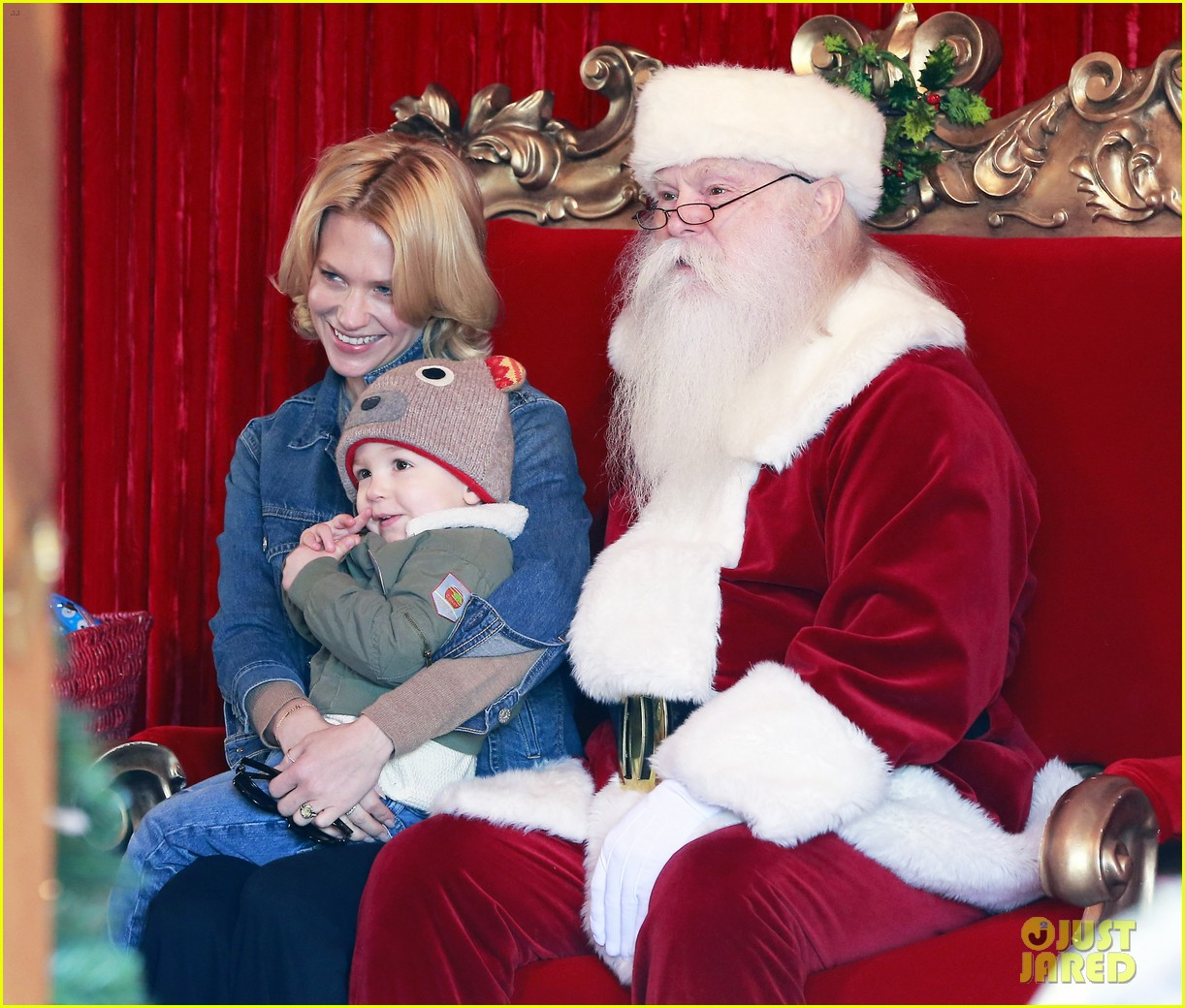 january jones takes xander to meet santa claus 143007067