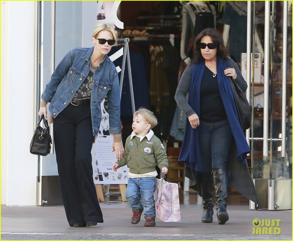 january jones takes xander to meet santa claus 16