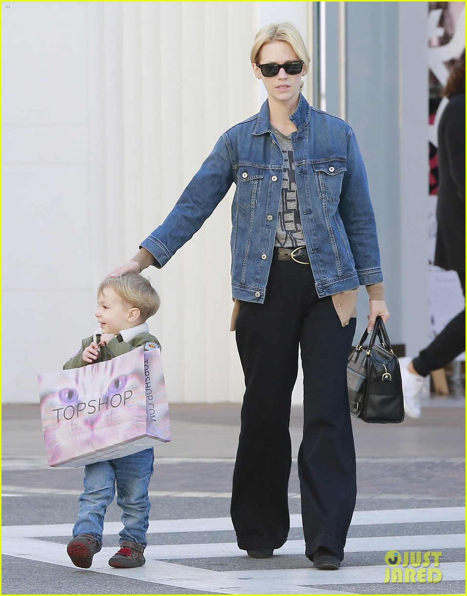 january jones takes xander to meet santa claus 193007072