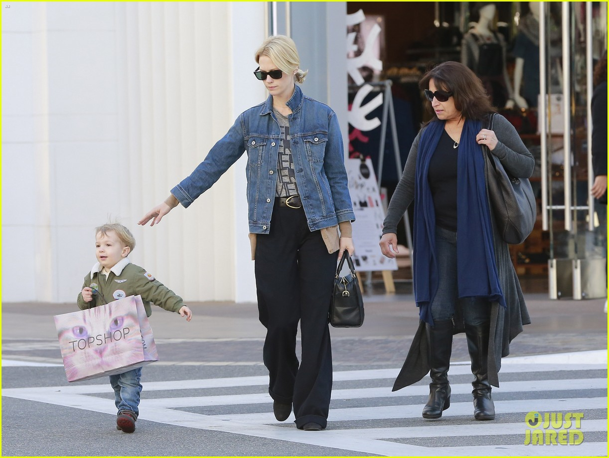 january jones takes xander to meet santa claus 213007074