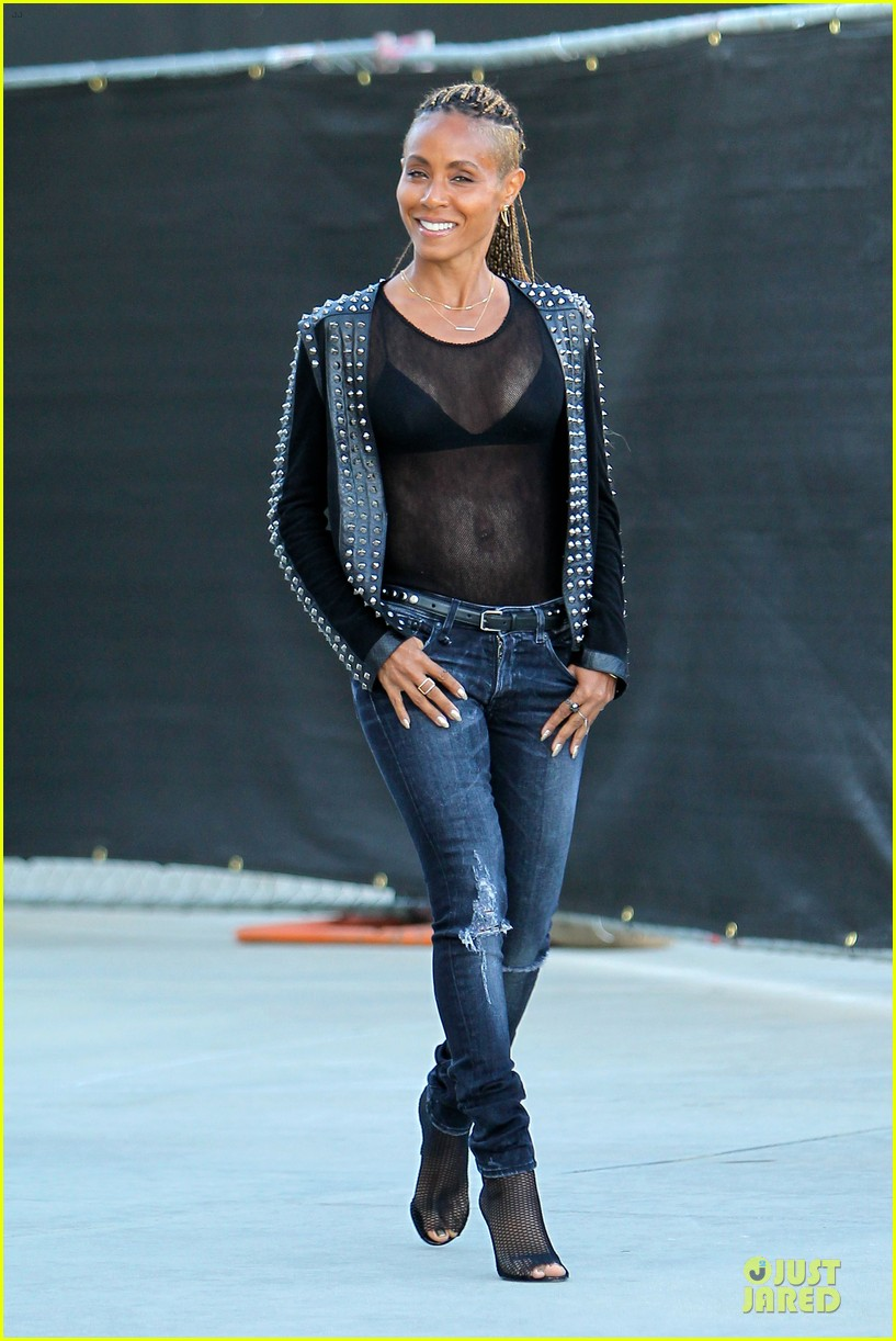 jada pinkett smith flashes black bra in sexy sheer top 013010273
