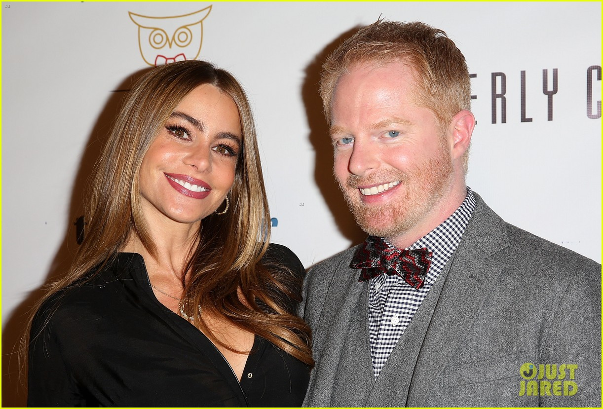 jesse tyler ferguson sofia vergara tie the knot pop up shop opening 073006604