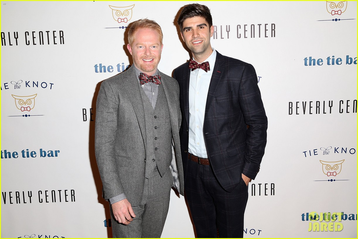 jesse tyler ferguson sofia vergara tie the knot pop up shop opening 103006607