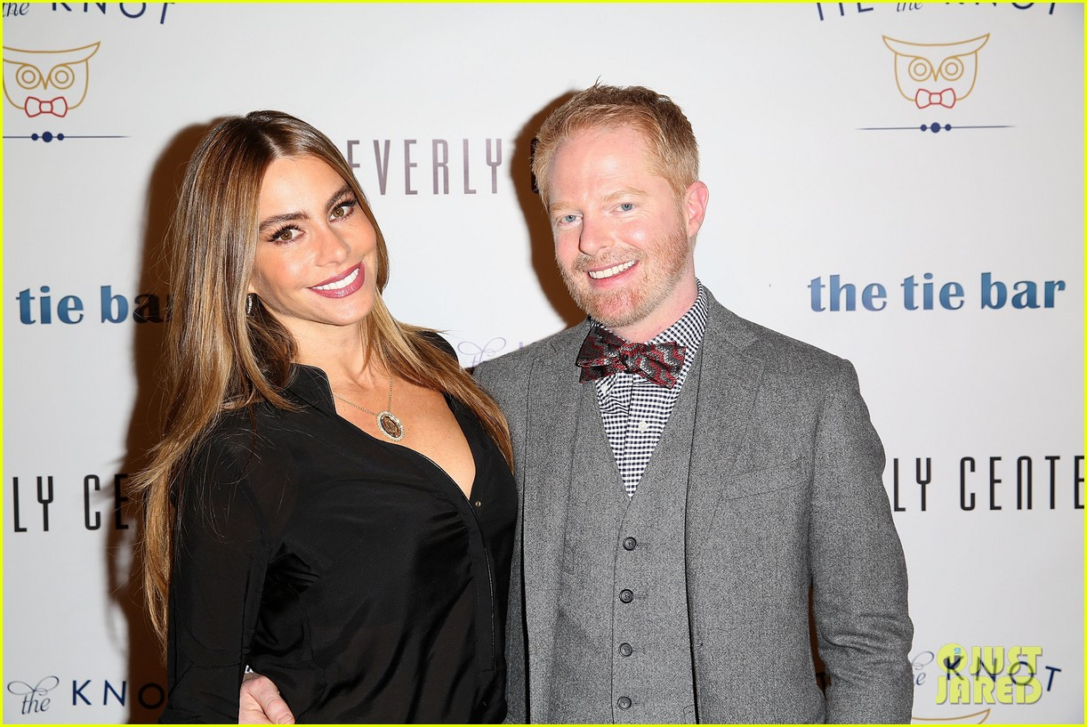 jesse tyler ferguson sofia vergara tie the knot pop up shop opening 163006613