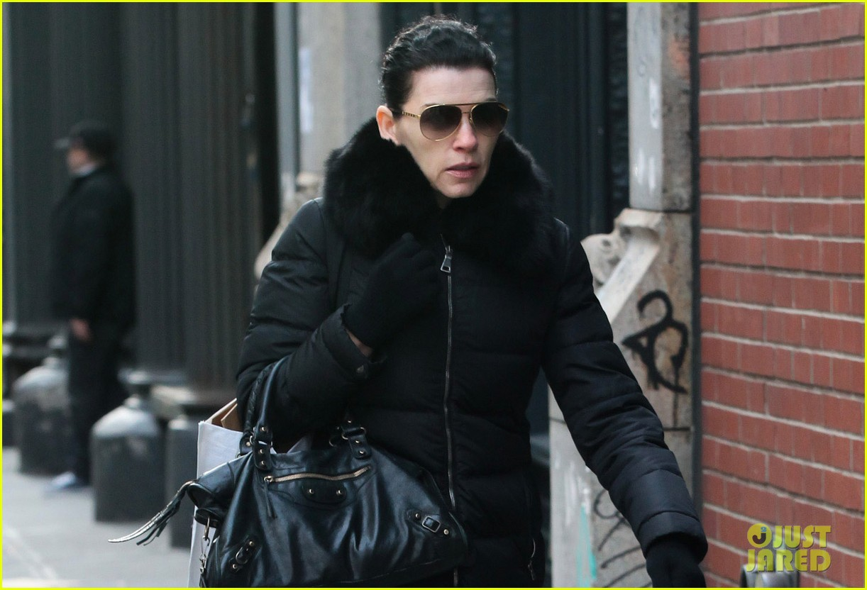 julianna margulies braves brisk weather for christmas eve walk 033017782