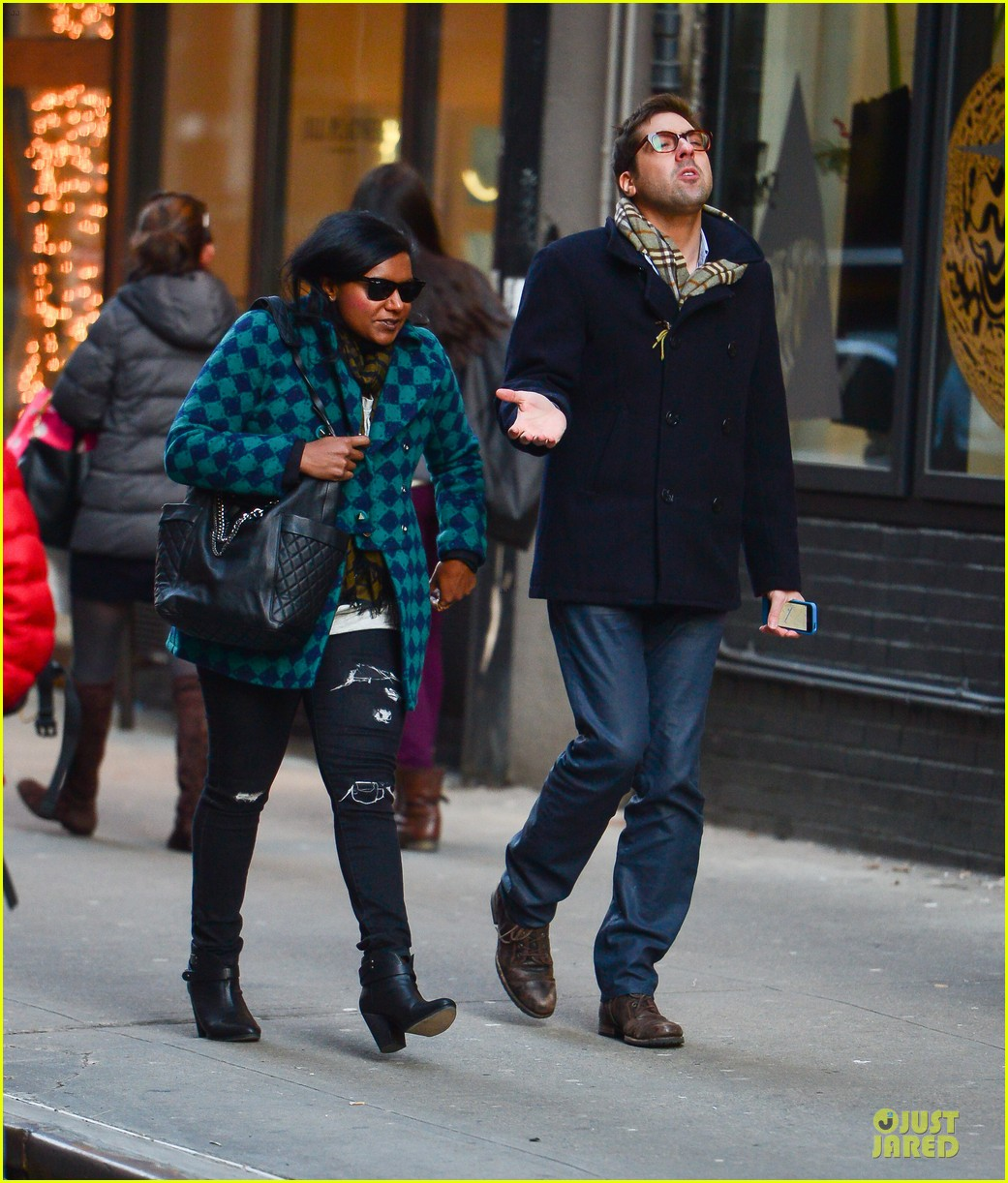 mindy kaling christmas eve stroll with male pal in nyc 013017414