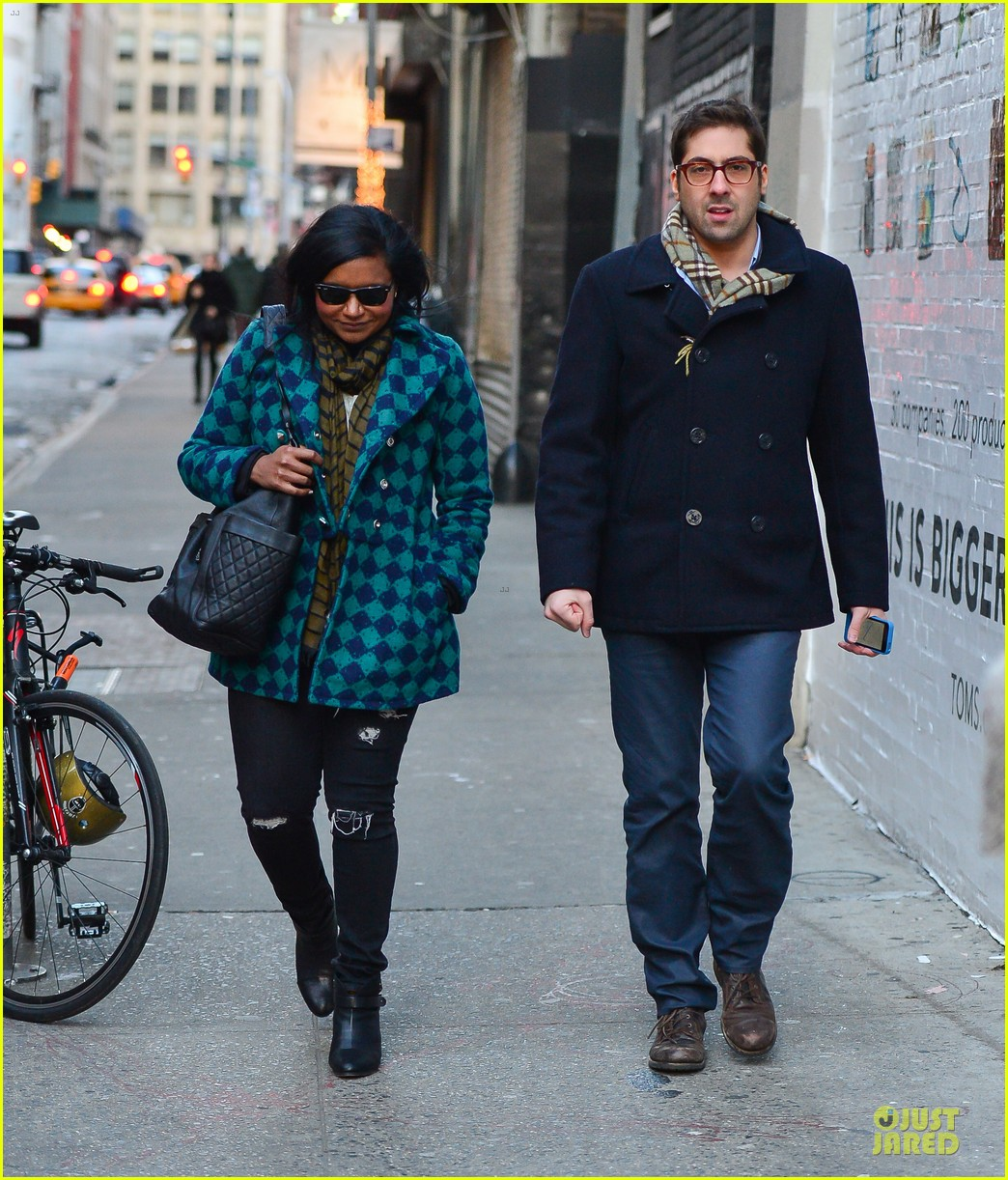 mindy kaling christmas eve stroll with male pal in nyc 033017416