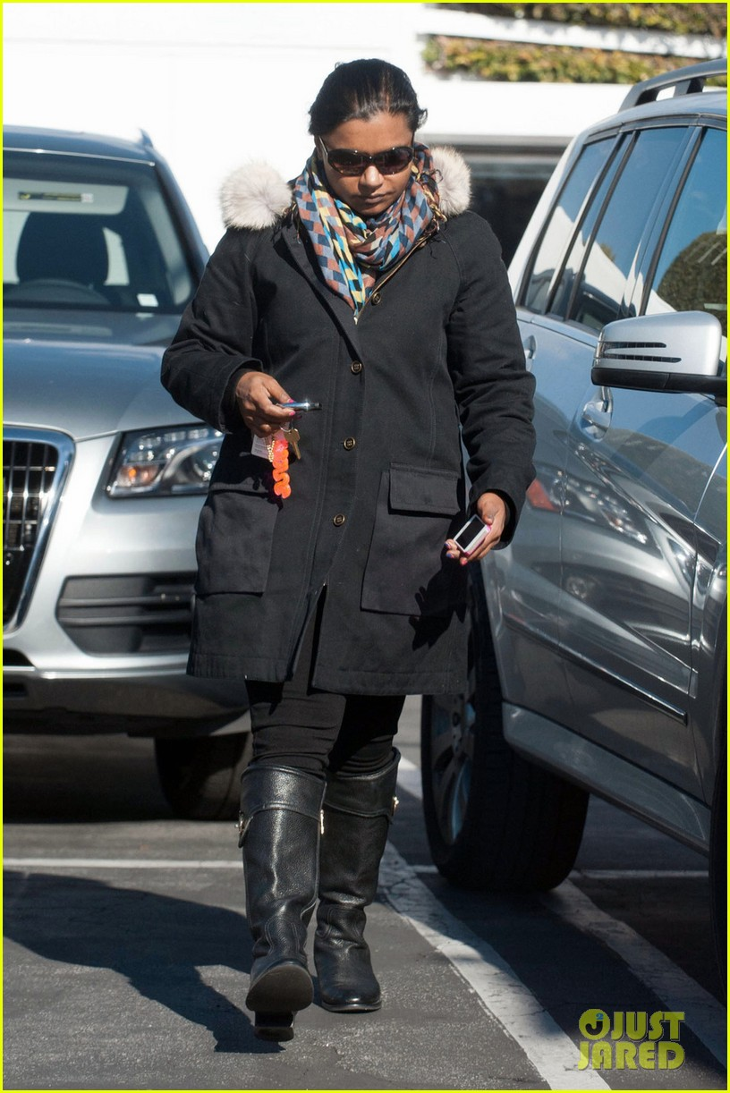 mindy kaling headed to new york for christmastime 033011270