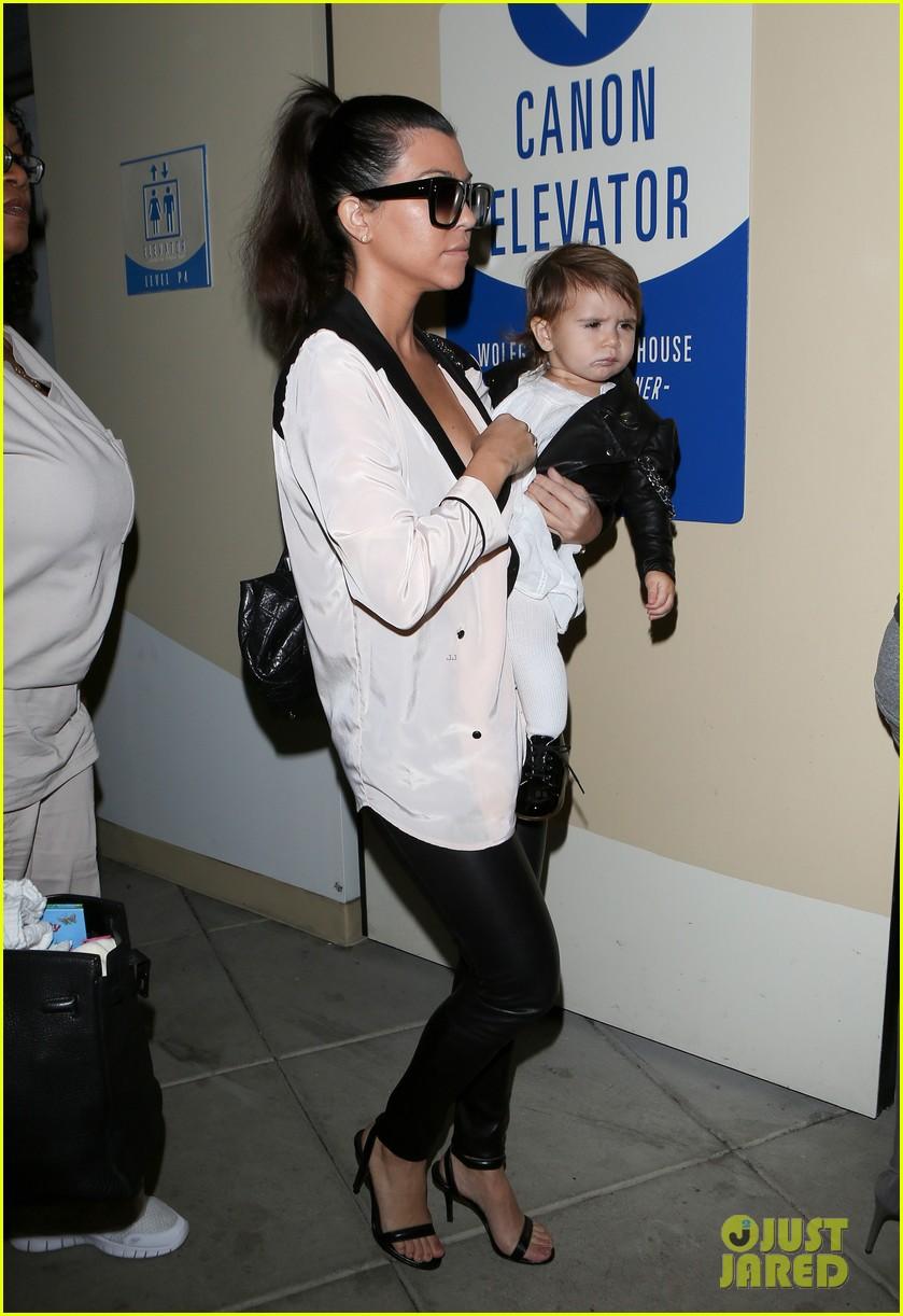 kim kourtney kardashian get lunch with their daughters 023013108