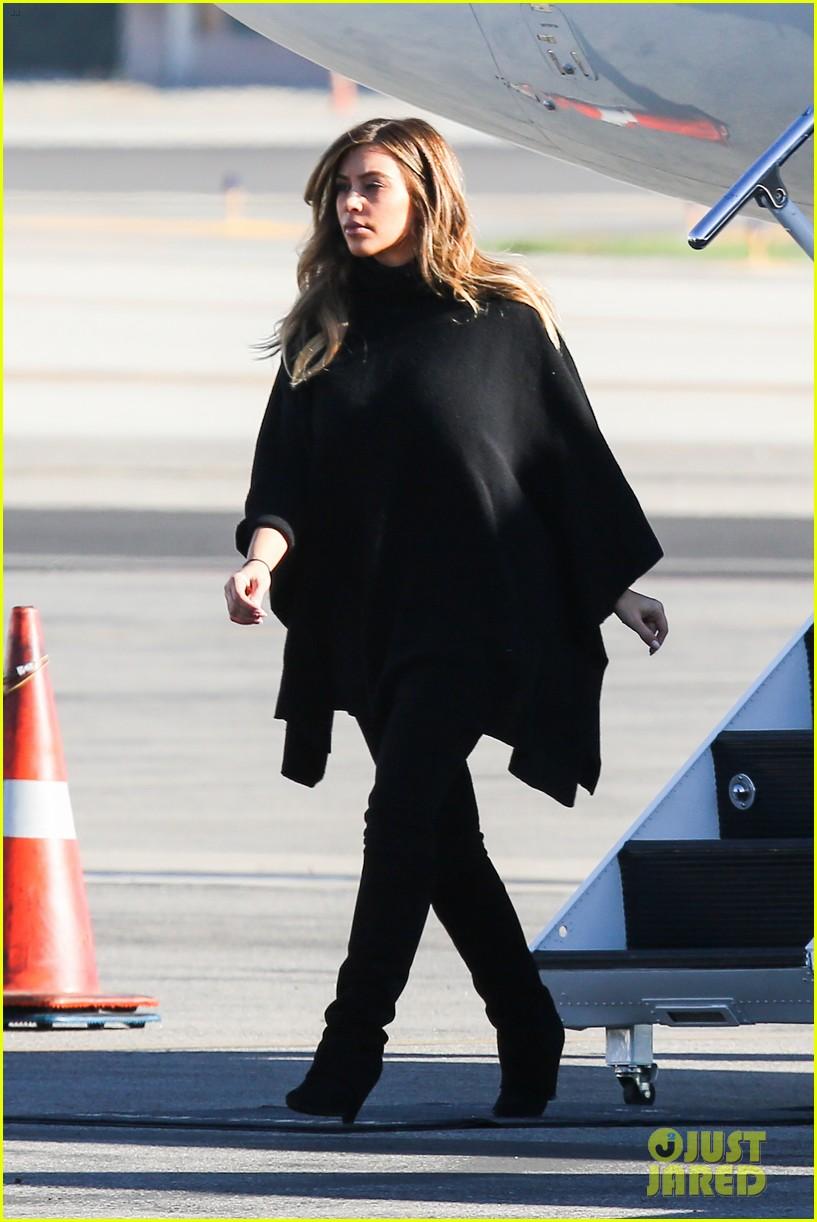 kim kardashian family members catch a private flight 013018417