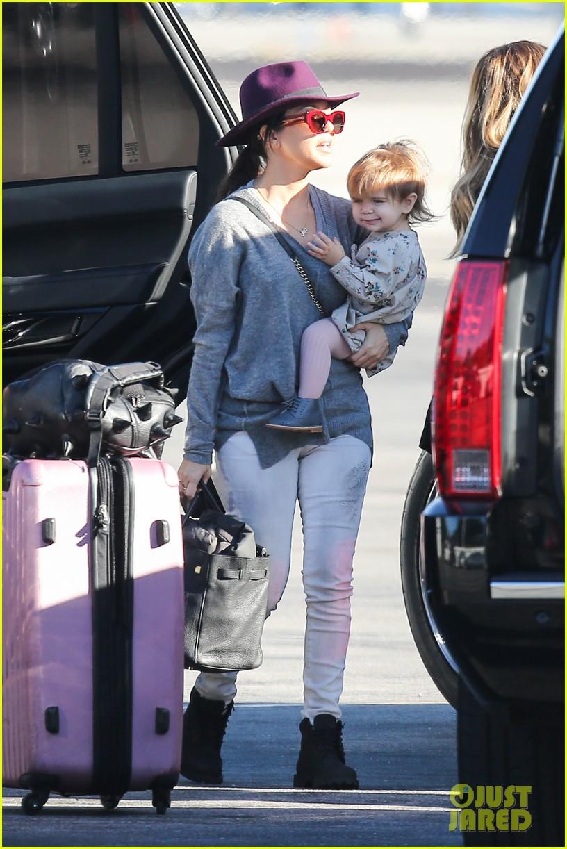 kim kardashian family members catch a private flight 023018418