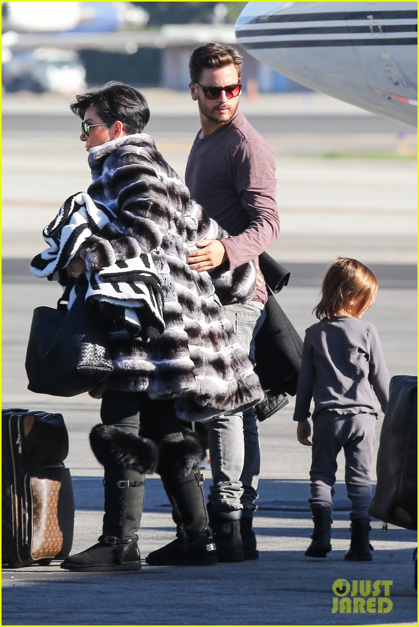 kim kardashian family members catch a private flight 033018419