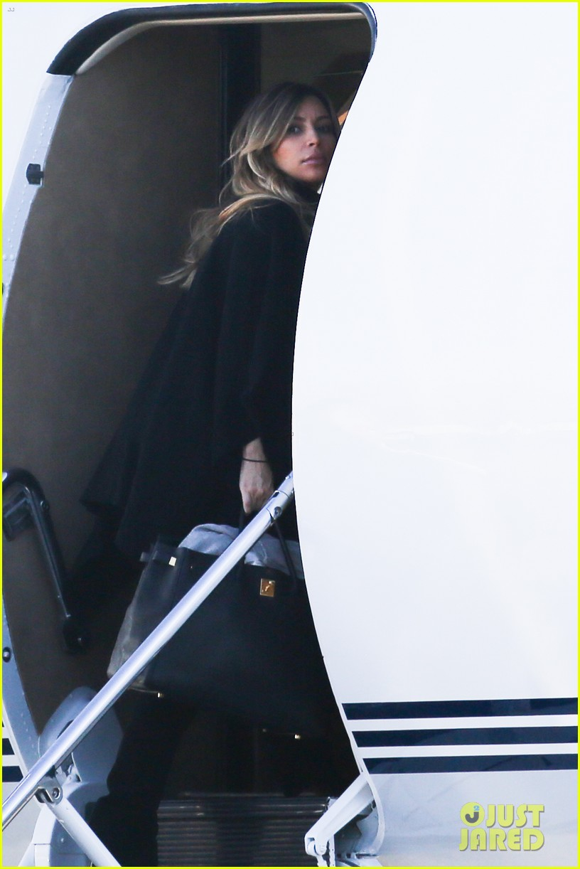 kim kardashian family members catch a private flight 043018420
