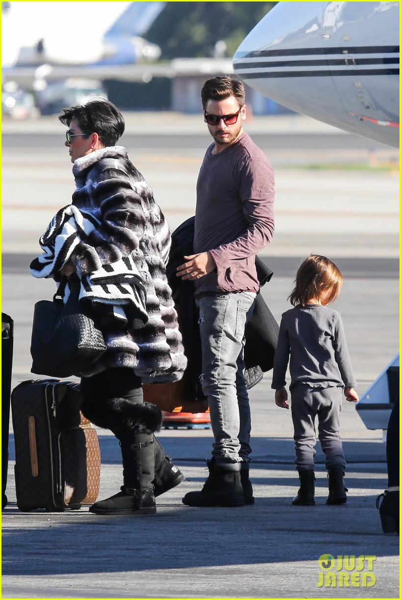 kim kardashian family members catch a private flight 093018425