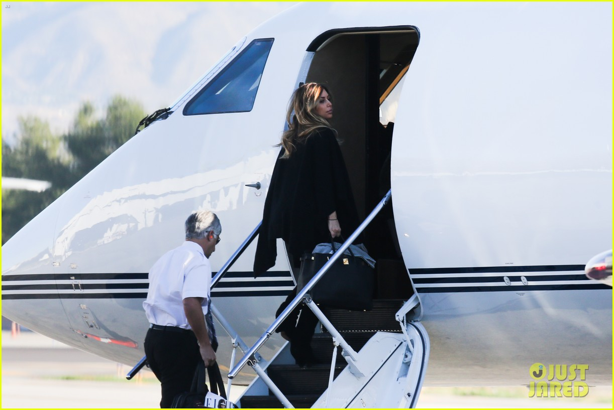 kim kardashian family members catch a private flight 103018426