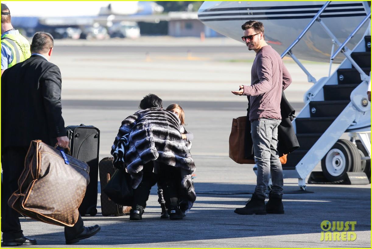 kim kardashian family members catch a private flight 123018428