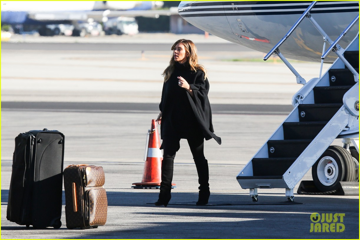 kim kardashian family members catch a private flight 173018433