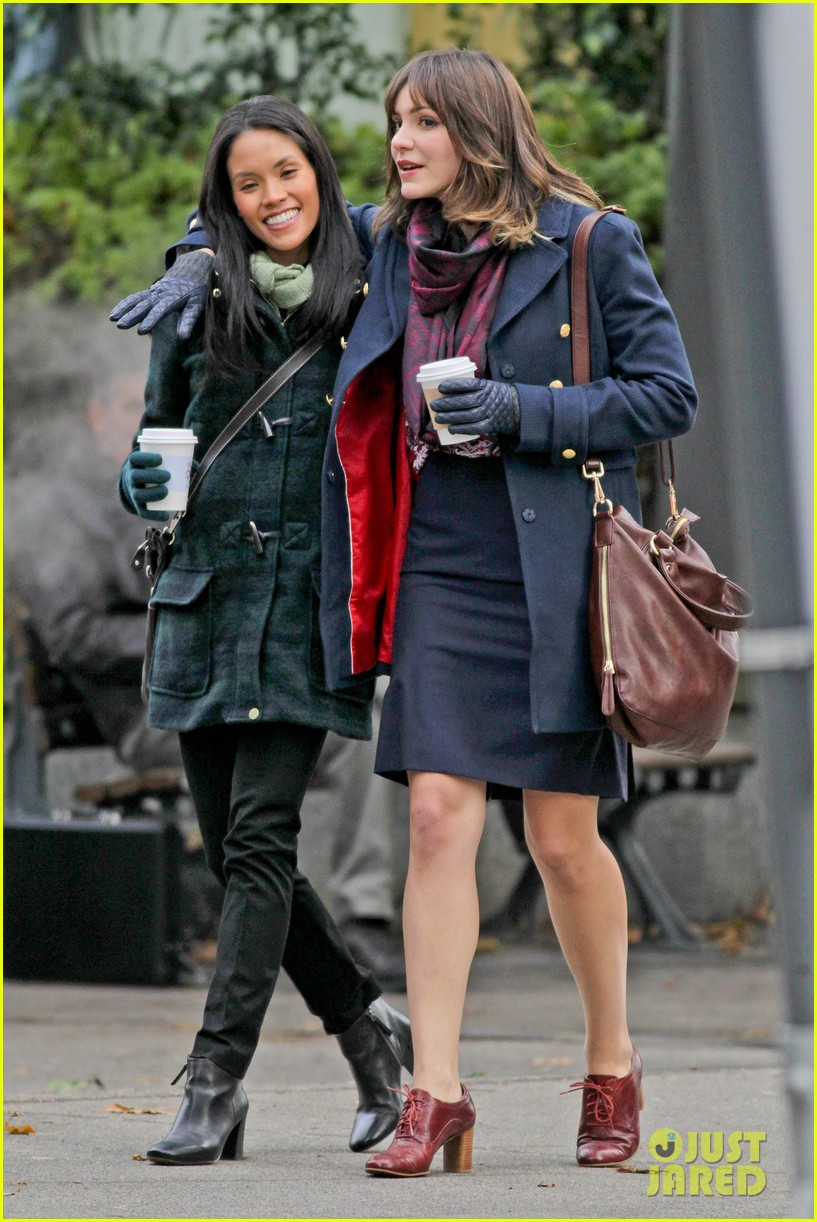 katharine mcphee goofs with fellow actress for in my dreams 213010682