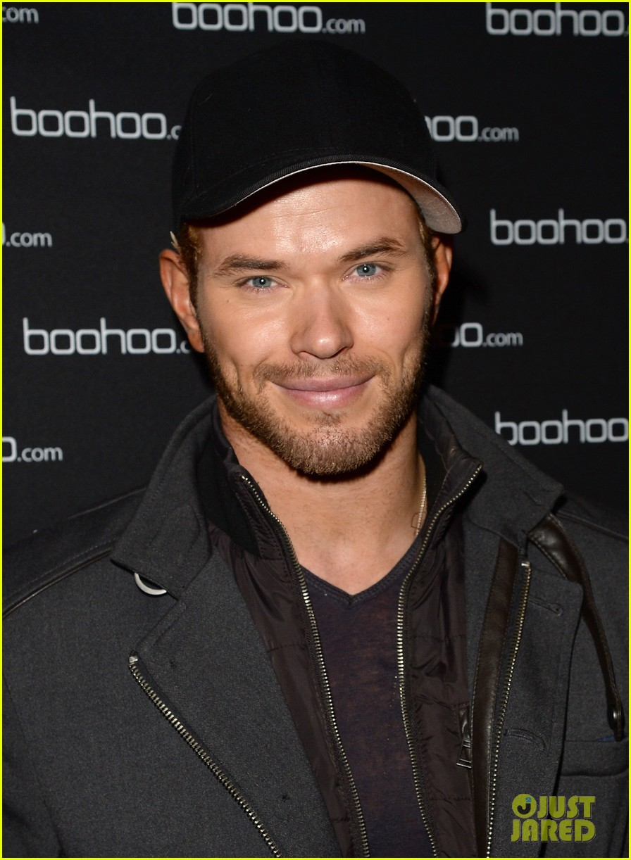 anna kendrick kellan lutz beyonces mrs carter viewing party 103004739