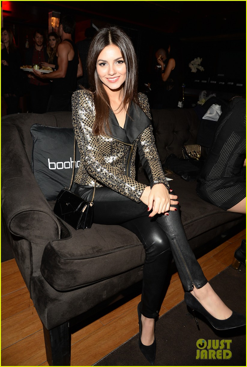 anna kendrick kellan lutz beyonces mrs carter viewing party 23