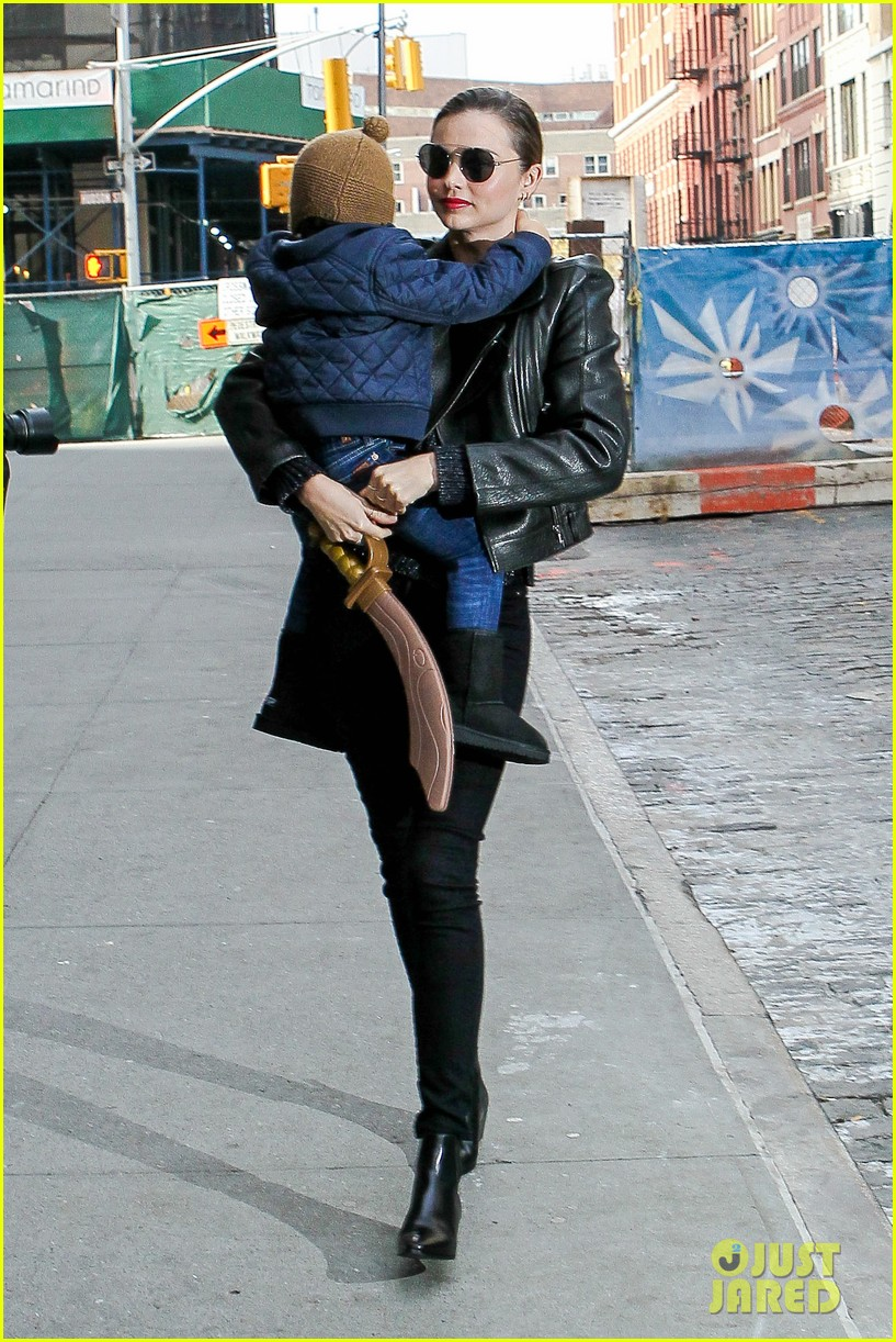 miranda kerr drops off flynn for day with daddy orlando bloom 01